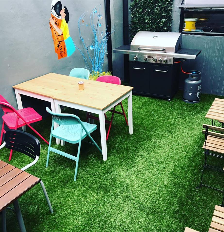 Hamptons 40mm Super Heavy Artificial Grass for Coffee Shop